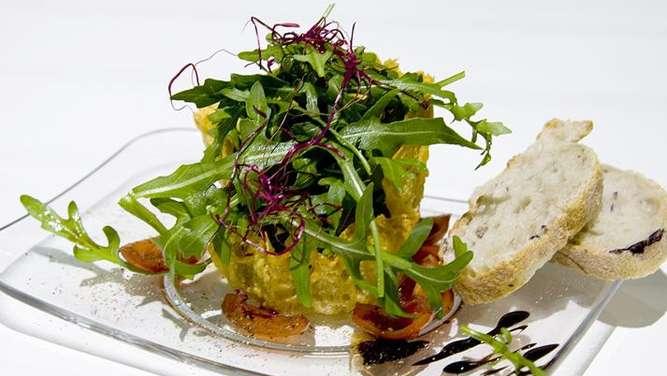 rezept zutaten und zubereitung von rucola salat im parmesan k rbchen service. Black Bedroom Furniture Sets. Home Design Ideas