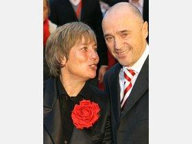 Christian Neureuther und Rosi Mittermaier posieren auf dem roten ...