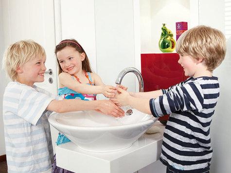 Von drei seiten nutzbarer waschtisch von klein design pfiffige ideen f rs badezimmer ausbau - Badezimmer ausbau ...