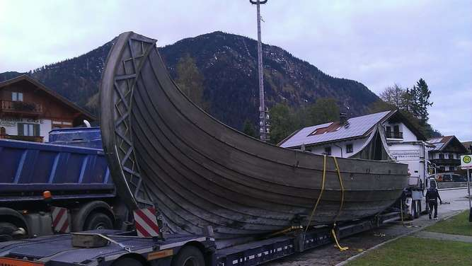 schwerer transport wikinger schiff freya in rosenheim. Black Bedroom Furniture Sets. Home Design Ideas
