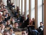 Die Kehrseite der hohen Studierendenzahlen sind die überfüllten Hörsäle. Foto: Thomas Frey