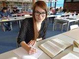 Vanessa Bitna studiert Soziologie an der Universität Konstanz. Sie hätte ihr Studium in der Regelstudienzeit schaffen können, hat sich jedoch bewusst dagegen entschieden.