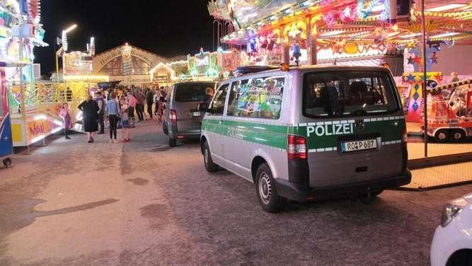 Frühlingsfest Großkarolinenfeld - Messer-Attacke auf Mann (19) - Täter auf der