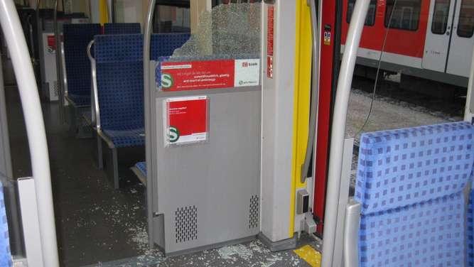 Streit unter 16-Jährigen eskaliert - S-Bahn beschädigt