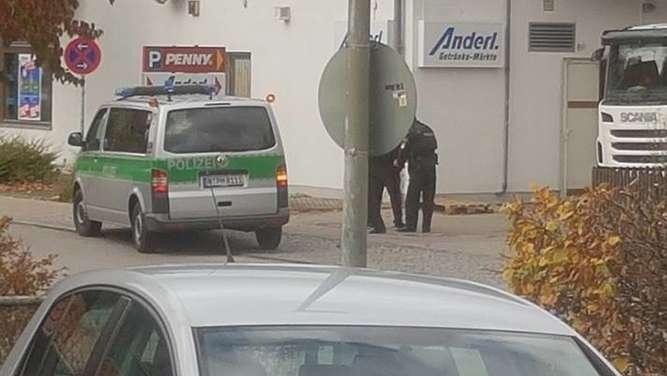 Maskierte überfallen Bäckerei: Drei Festnahmen