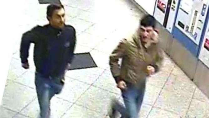 Unbekannte schlagen und treten zwei Männer brutal zu Boden