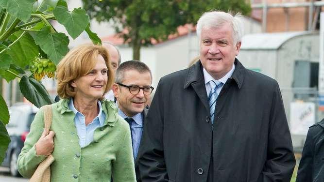 Seehofer: Werde mit Söder gut zusammenarbeiten