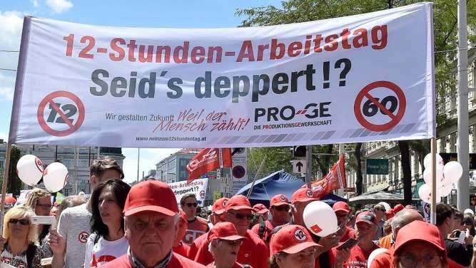 Österreich - Zehntausende demonstrieren in Wien gegen Zwölf-Stunden-Tag