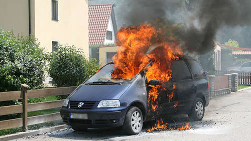VW Sharan in Flammen