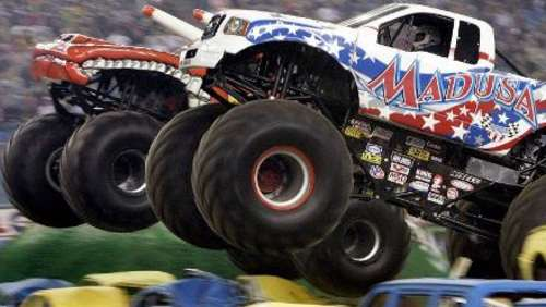 Die Monster-Trucks rollen an