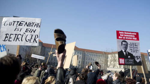 Berlin: Demonstration gegen Guttenberg