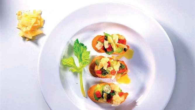 Snack oder Gruß aus der Küche: Rezept für Crostini mit Asmonte ...