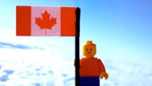 Video: Teenies bringen Lego-Astronauten ins All
