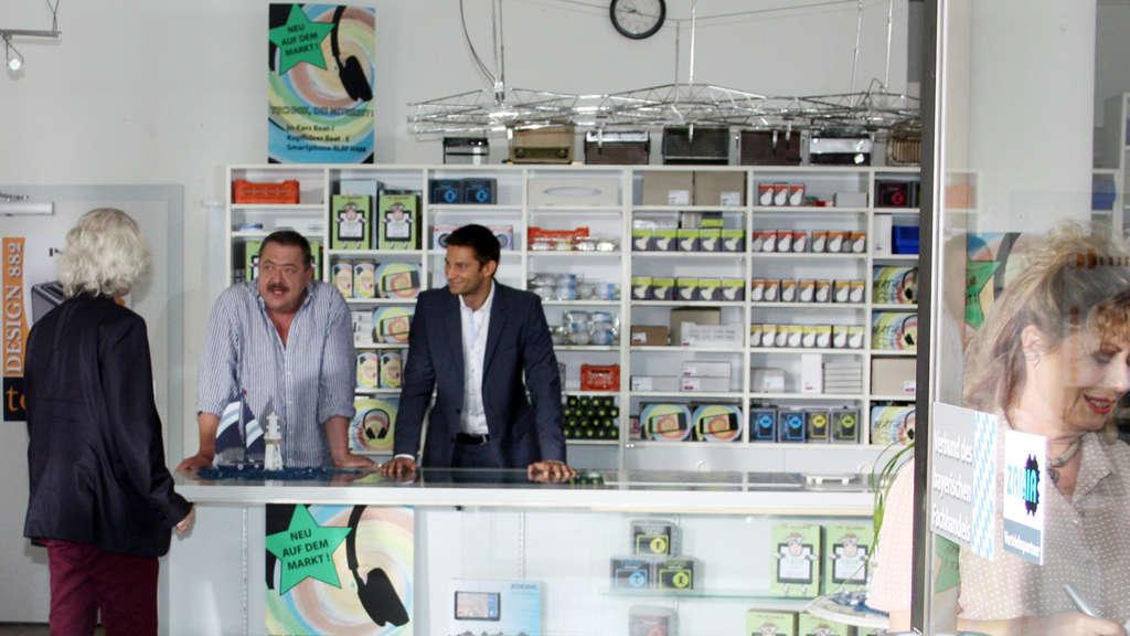"Kolbermoor Produktion ""Rosenheim Cops"" dreht einen Mord bei Elektro Hartinger in Kolbermoor ..."