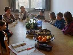 Asmo Küchen Rosenheim übergabe der gewinnerplätzchen mit der siegerin des backduell an das