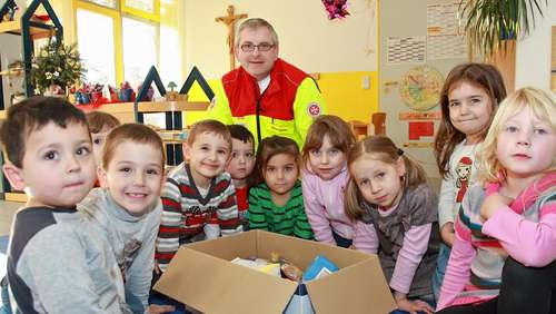 Kinder packen für Kinder