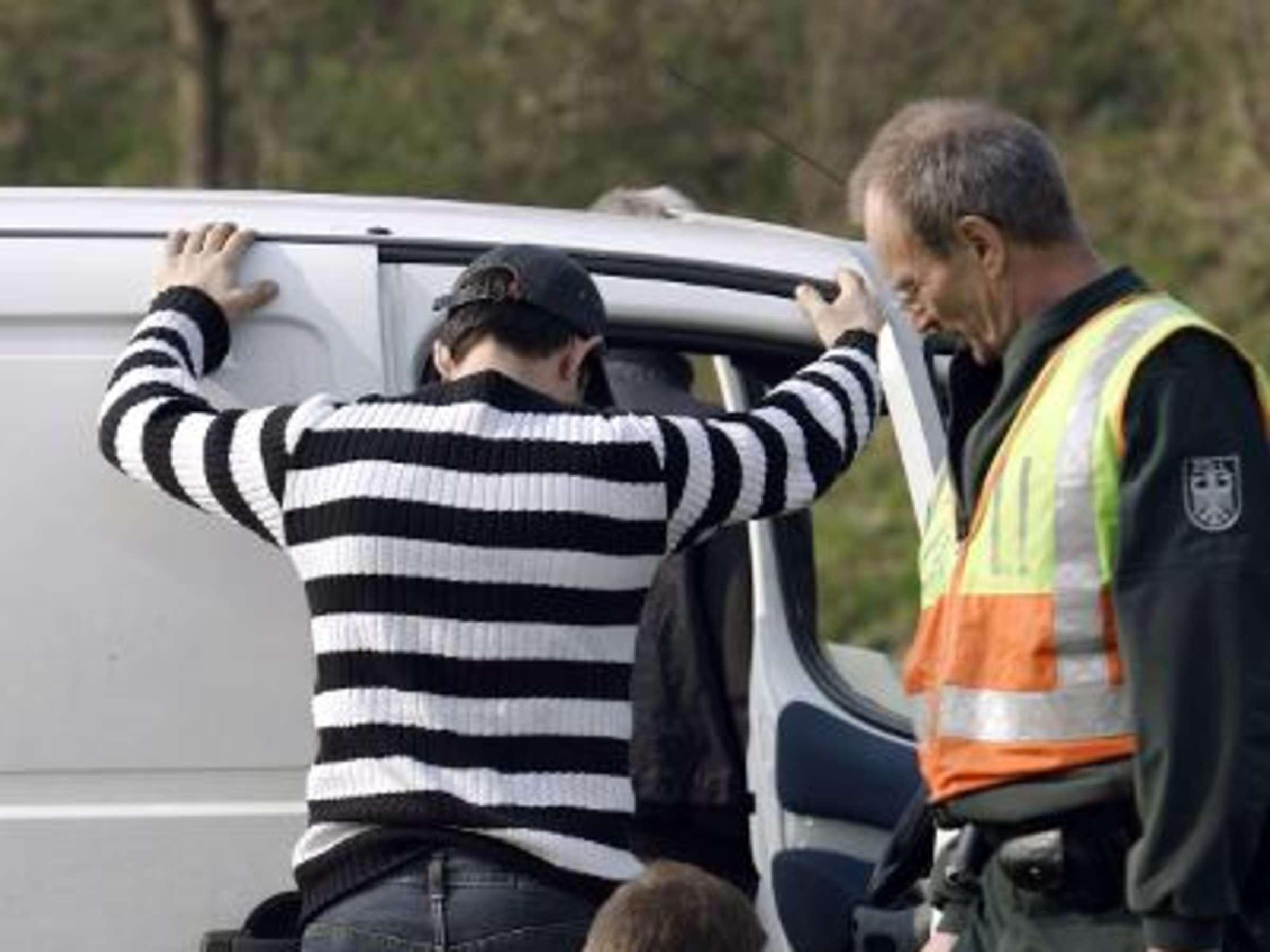 Polizei leibesvisitation videos nackt Leibesvisitation, Polizei?