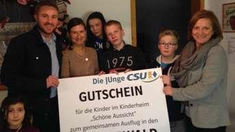 Kinderheim Weihnachtsgeschenke.Rosenheim Junge Union überreicht Weihnachtsgeschenk An Kinderheim
