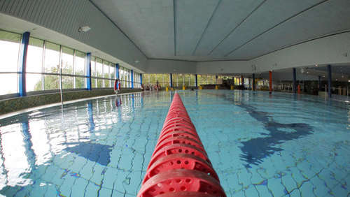 Im Hallenbad: Mutter will Kind retten - tot!