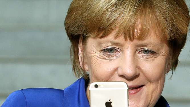 Angela Merkel, Apple, Siri, Wikipedia