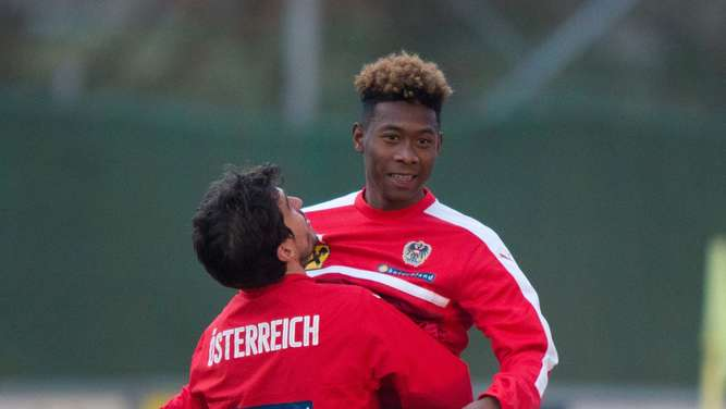 David Alaba (r.) mit Gyoergy Garics im Training