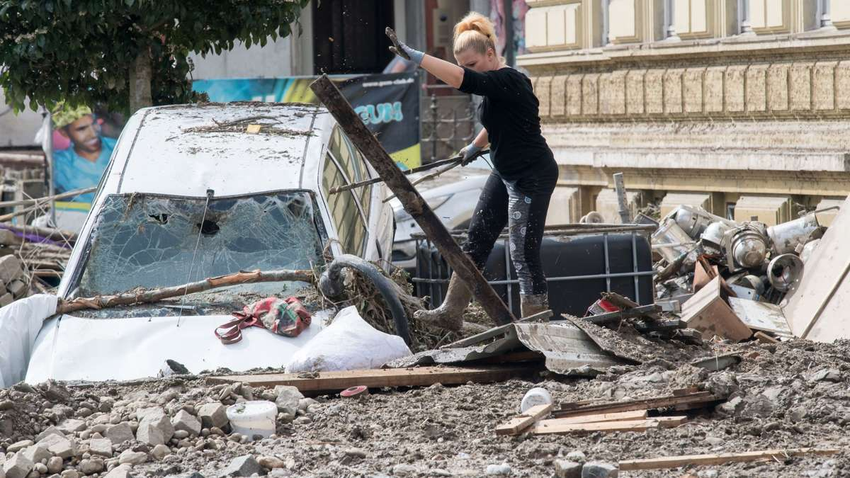 simbach verstopftes rohr l ste hochwasser katastrophe aus bayern. Black Bedroom Furniture Sets. Home Design Ideas