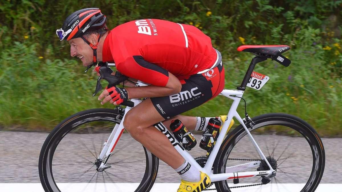 Samerberger Radprofi Rast Mit 1307 Kmh Den Berg Bei Tour De France