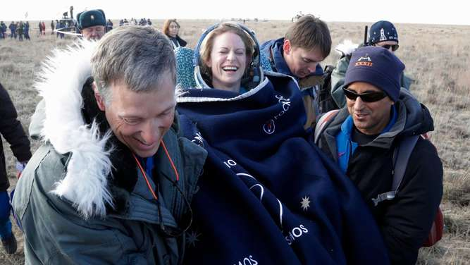 Expedition 49 crew of three landing in Zhezkazgan