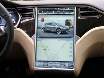 Das Monster-Display im Tesla X.