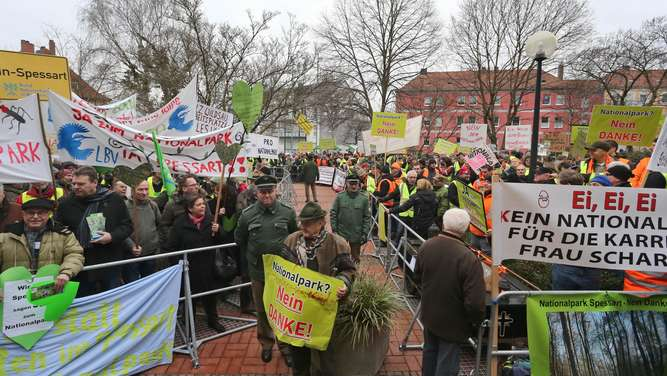 Demonstration pro und contra Nationalpark Spessart