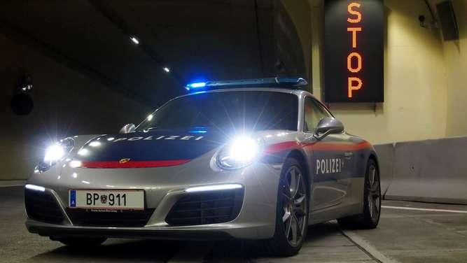 sterreich polizei jagt raser mit porsche 911 welt news. Black Bedroom Furniture Sets. Home Design Ideas