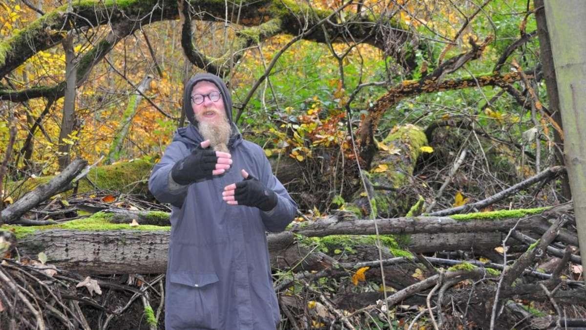Mann Lebt Im Wald