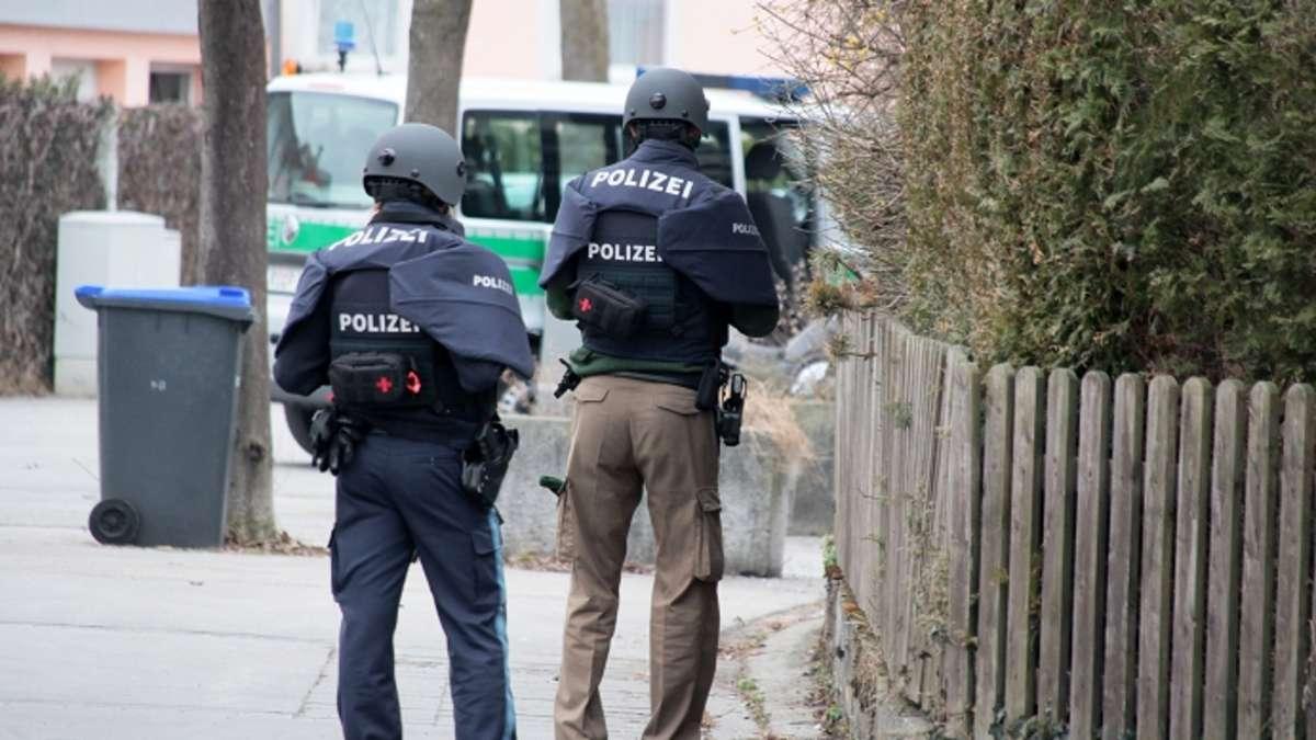 Rosenheim: Mann hantiert mit Waffe - Polizeieinsatz nahe dem ...