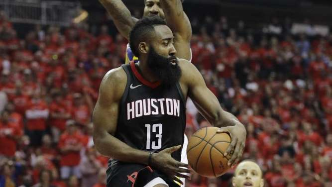Obenauf: James Harden (M,) von den Houston Rockets. Foto: David J. Phillip/AP