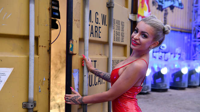 "Katja Krasavice: Heiße Solo-Nummer bei ""Promi Big Brother - Die Late Night Show""- Video"