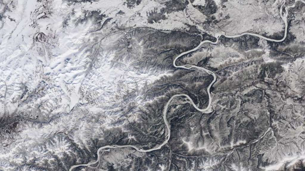 Eine Satellitenaufnahme zeigt den vom Eis bedeckten Yukon River in Alaska. Foto: Landsat imagery/Nasa Goddard Space Flight Center/US Geological Survey/dpa