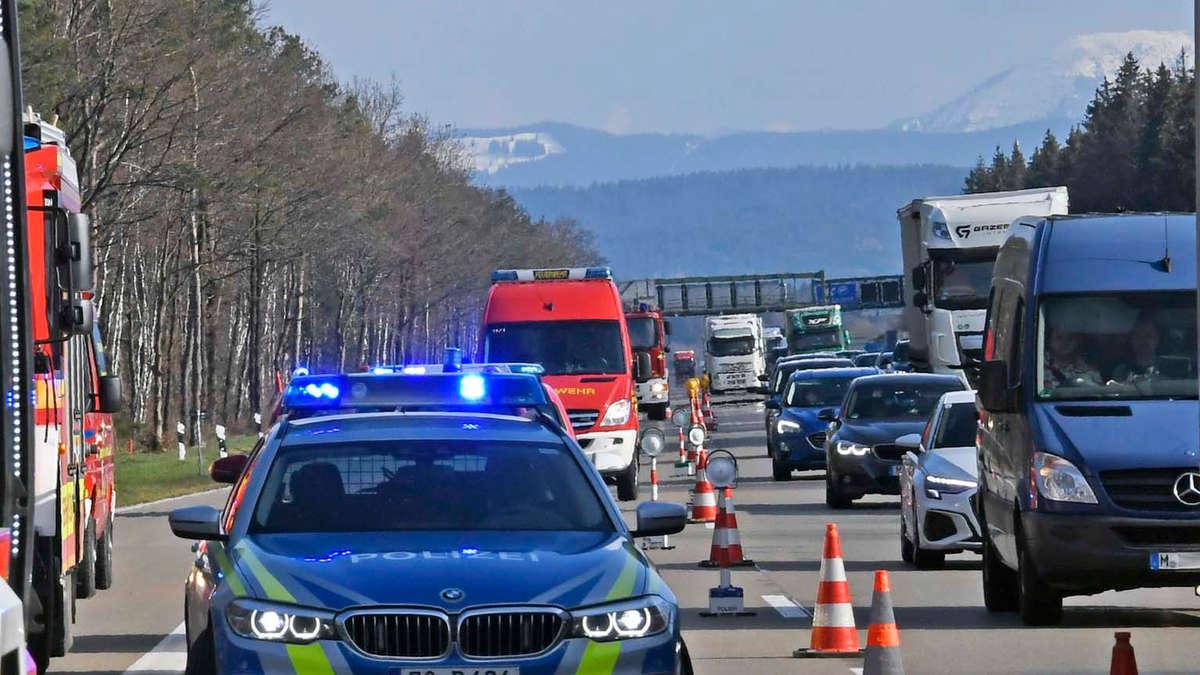 Fotos: Schwerer Unfall auf der A8 bei Otterfing am 20 ...